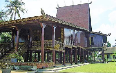 Bubungan Tinggi Traditional House