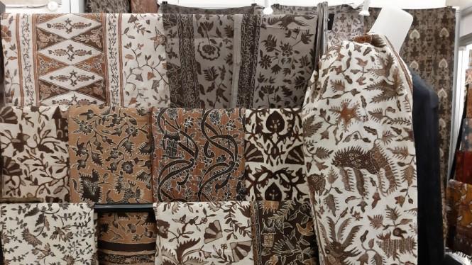 https://www.viva.co.id/gaya-hidup/gaya/1147444-hampir-punah-batik-tanah-liek-kini-kembali-bergairah