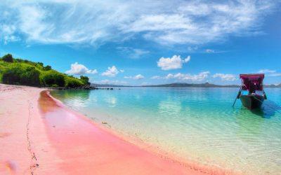 Pantai Merah Muda – Pink Beach